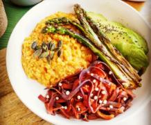 Un bowl de légumes de saison.